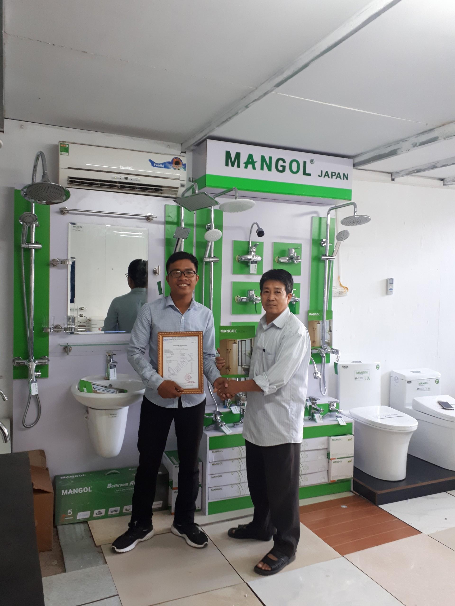 Hình ảnh ký kết hợp đồng và trao chứng nhận Thiết bị vệ sinh Mangol