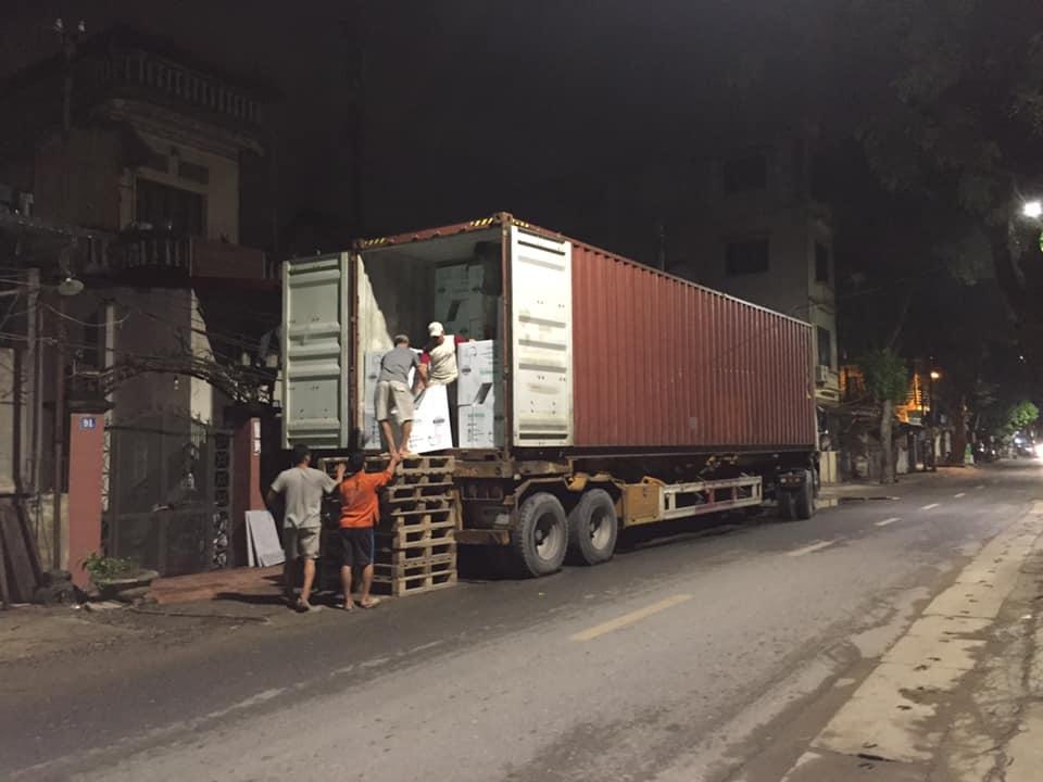 Công việc nhận hàng về đêm vất vả - Thiết bị vệ sinh Mangol